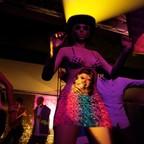 Neulich im Nachtclub: Die Frau mit den 2 Gesichtern...